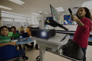 Lớp học sử dụng máy chiếu